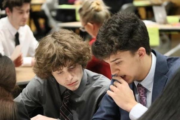 Javier concentrado en su instituto.